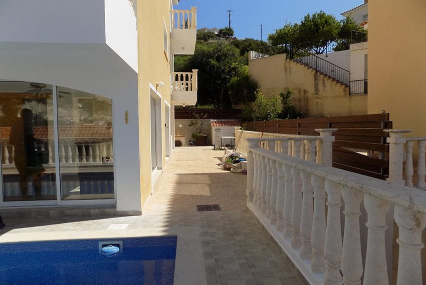 3 bed detached villa with private pool for rent Peyia40