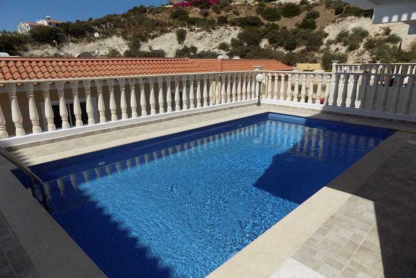 3 bed detached villa with private pool for rent Peyia39
