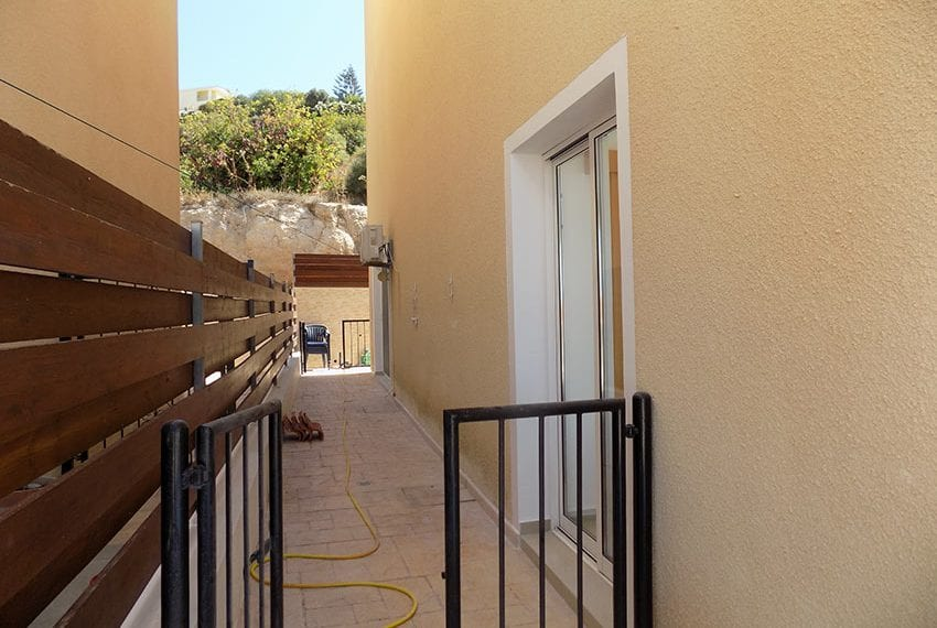 3 bed detached villa with private pool for rent Peyia37