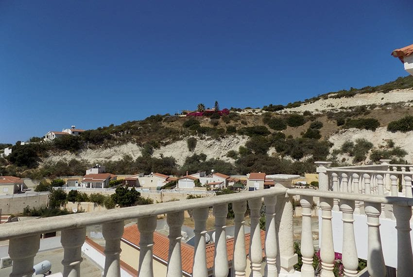 3 bed detached villa with private pool for rent Peyia33