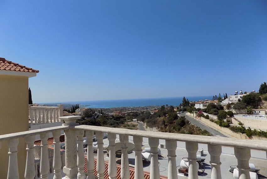 3 bed detached villa with private pool for rent Peyia32