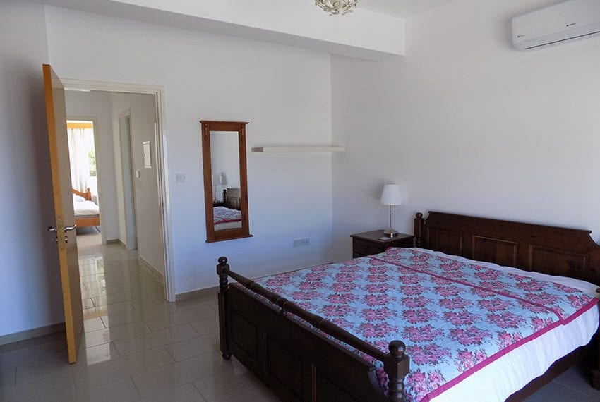 3 bed detached villa with private pool for rent Peyia31