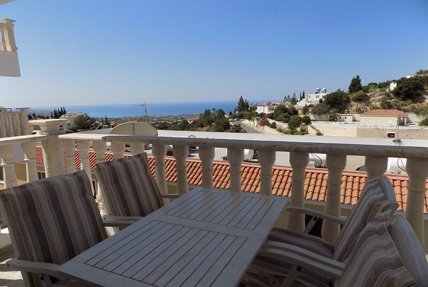 3 bed detached villa with private pool for rent Peyia20