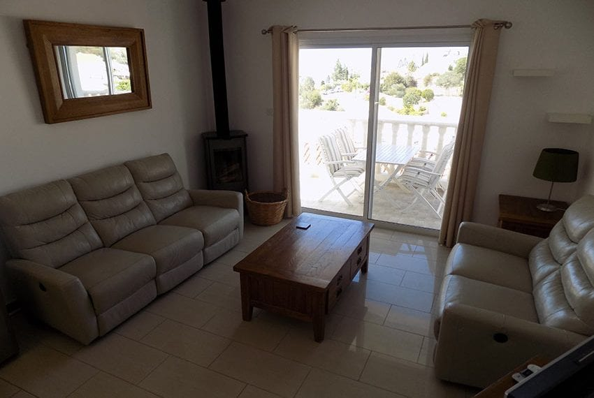 3 bed detached villa with private pool for rent Peyia19