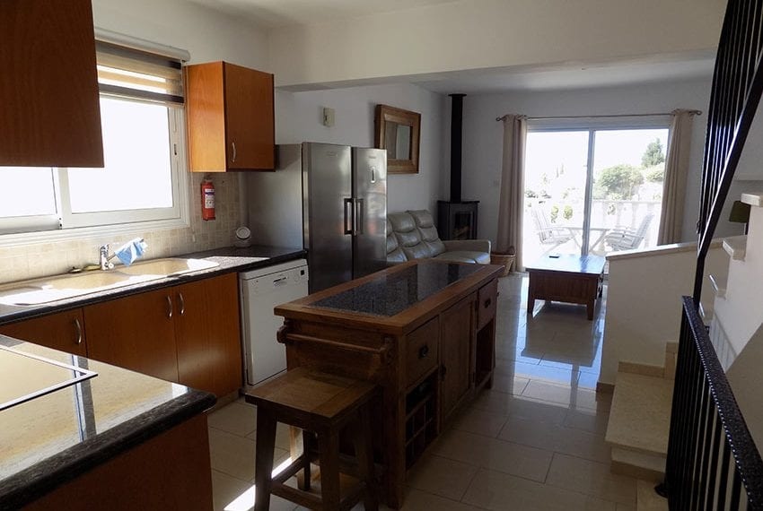 3 bed detached villa with private pool for rent Peyia14