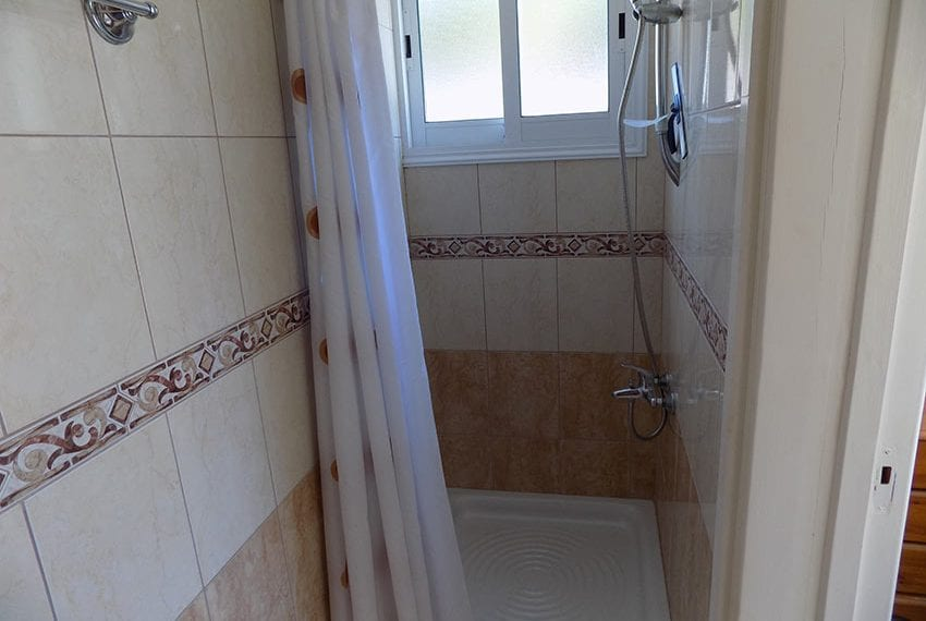 3 bed detached villa with private pool for rent Peyia12