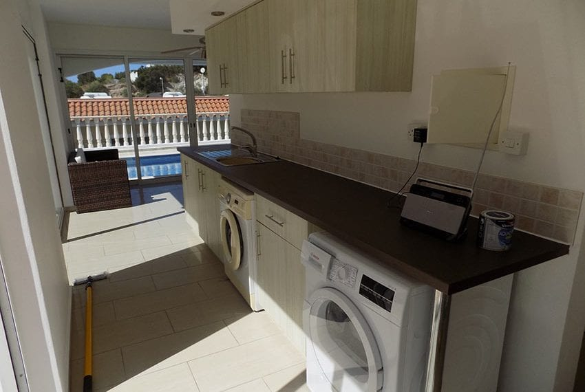 3 bed detached villa with private pool for rent Peyia04