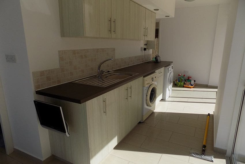 3 bed detached villa with private pool for rent Peyia03