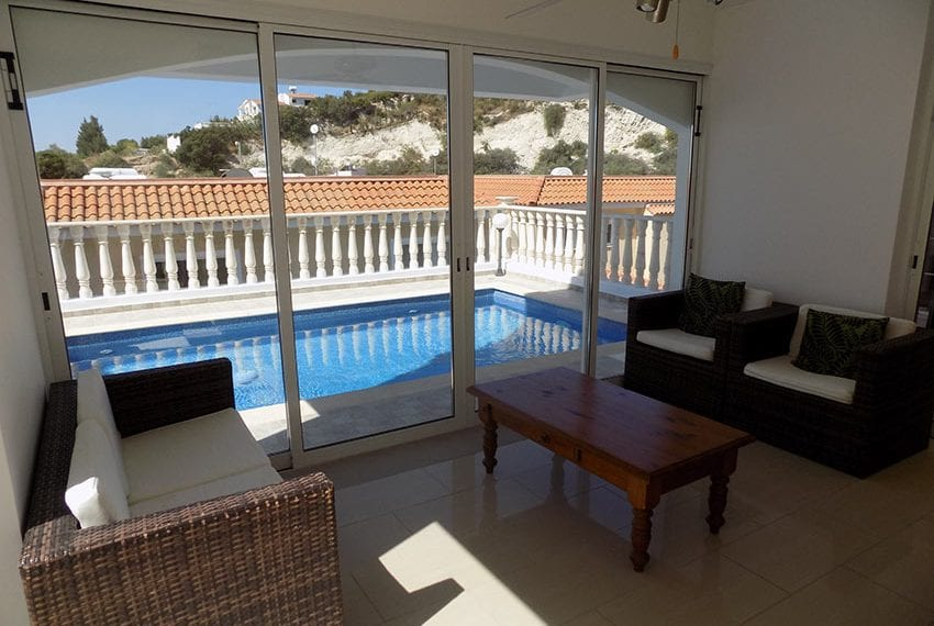 3 bed detached villa with private pool for rent Peyia01