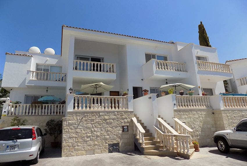 2 bed townhouse for rent long term in peyia01