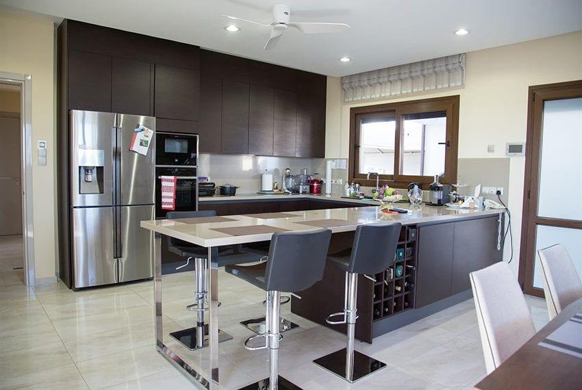 Luxury villa for sale in Limassol Sfalaggiotissa Area05