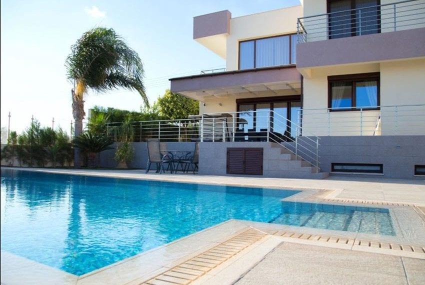 Luxury villa for sale in Limassol Sfalaggiotissa Area01