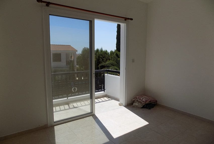 2 bedroom townhouse for rent long term in Peyia07
