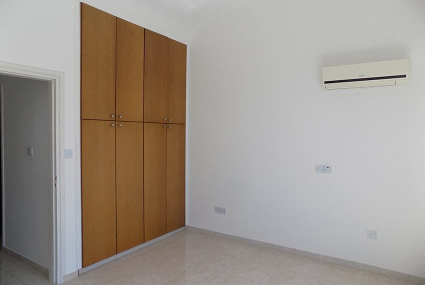 2 bedroom townhouse for rent long term in Peyia06