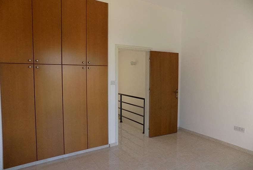 2 bedroom townhouse for rent long term in Peyia03
