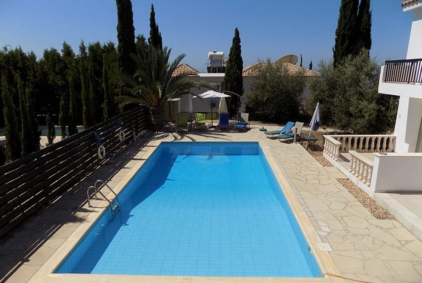 2 bedroom townhouse for rent long term in Peyia01