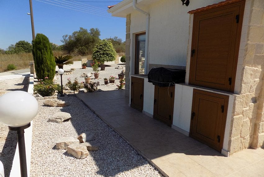 lovely 3 bedroom bungalow for sale in Kathikas11