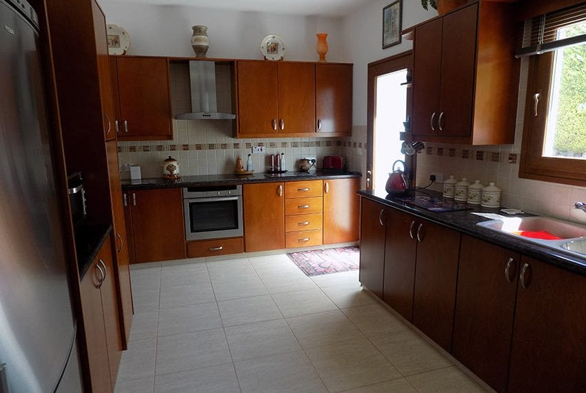 lovely 3 bedroom bungalow for sale in Kathikas13