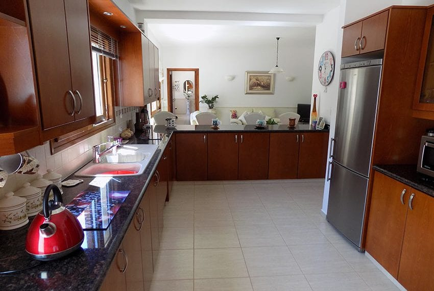 lovely 3 bedroom bungalow for sale in Kathikas14