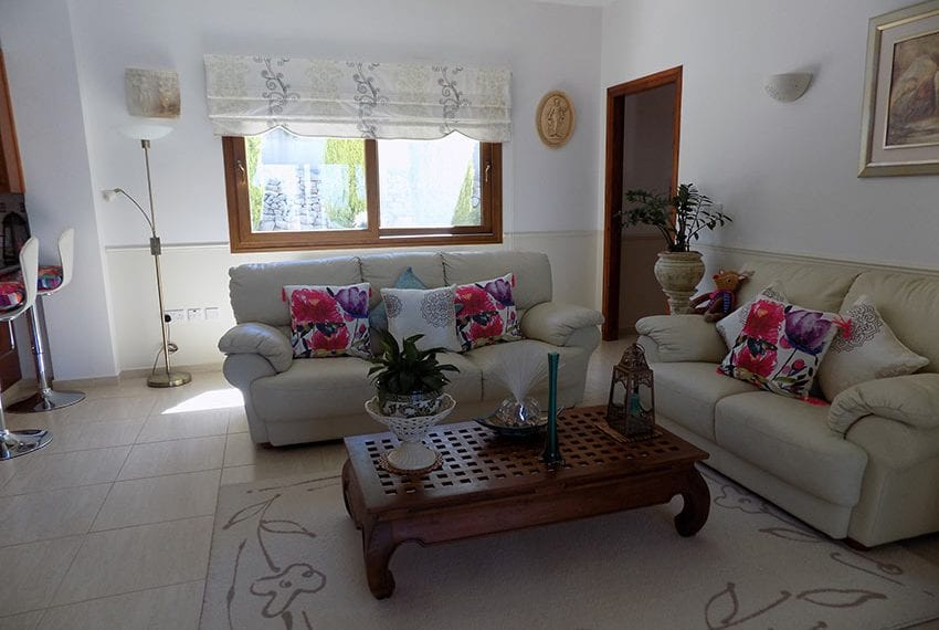 lovely 3 bedroom bungalow for sale in Kathikas22