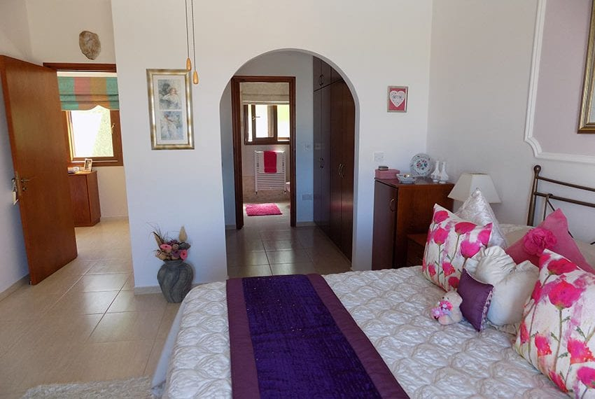 lovely 3 bedroom bungalow for sale in Kathikas35