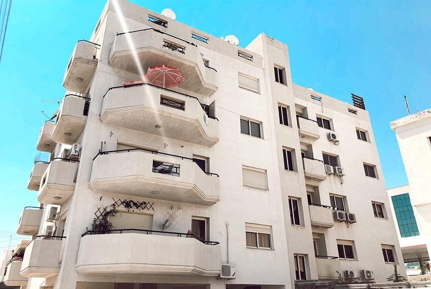 For sale 2 bedroom apartment with sea views Limassol center10