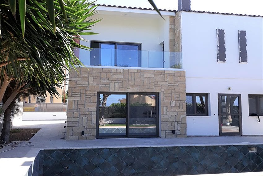 Villa for sale with private pool in Emba Paphos