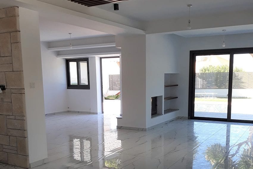 Villa for sale with private pool in Emba Paphos02