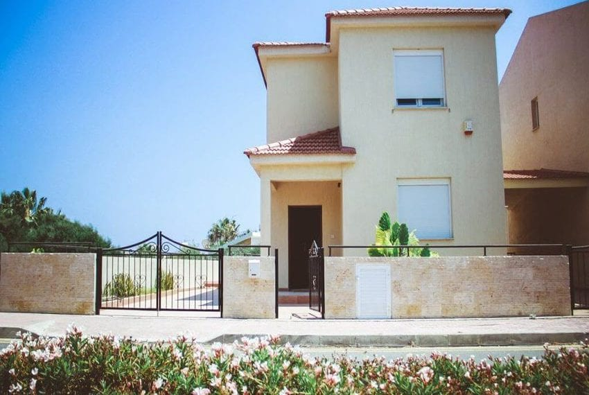 3 bed detached villa for sale in Limassol near St Rafael hotel