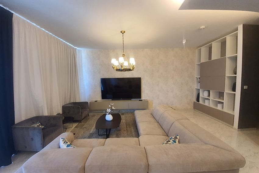 Duplex apartment with private roof garden for rent in Limassol03