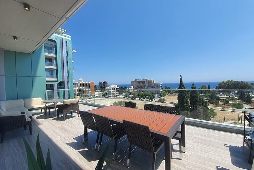 Duplex apartment with private roof garden for rent in Limassol06