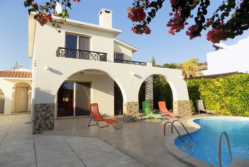 Detached 3 bedroom villa for sale in Coral bay area