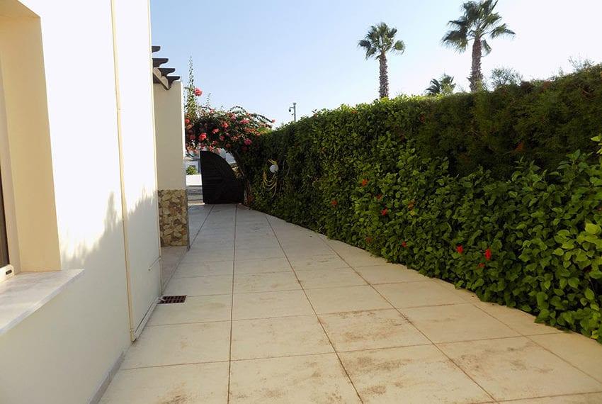 Detached 3 bedroom villa for sale in Coral bay area23