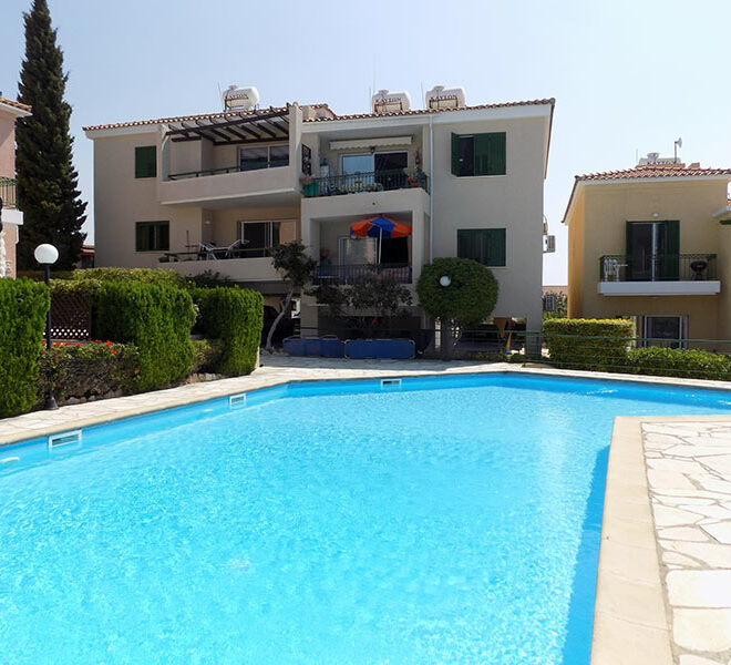 Townhouse for rent with communal pool in Peyia