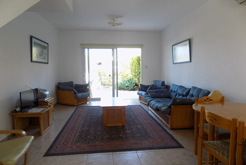Townhouse for rent with communal pool in Peyia 02