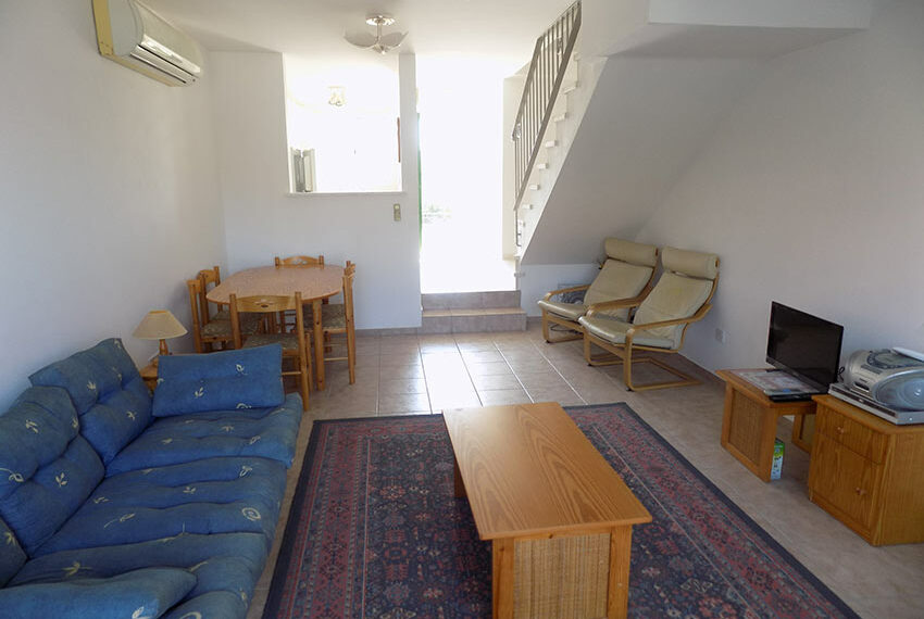 Townhouse for rent with communal pool in Peyia 08