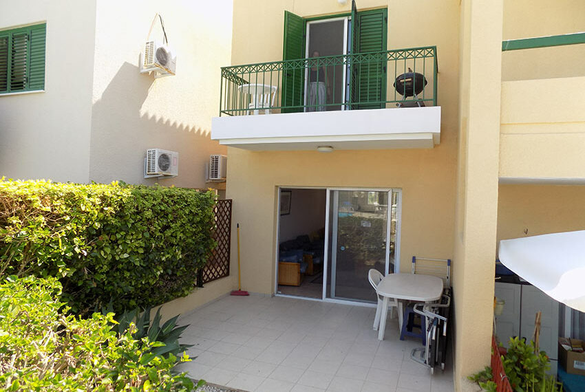 Townhouse for rent with communal pool in Peyia 11