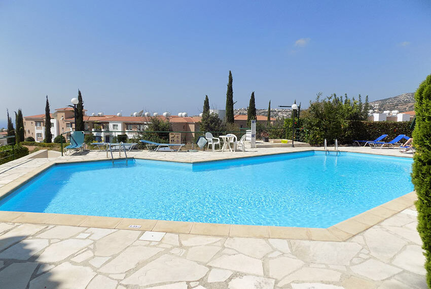Townhouse for rent with communal pool in Peyia 12