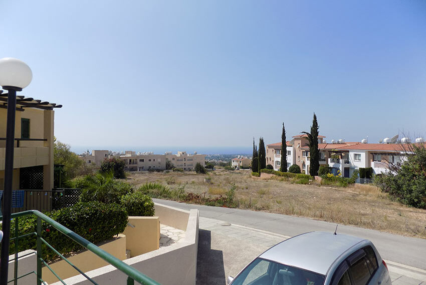 Townhouse for rent with communal pool in Peyia 15