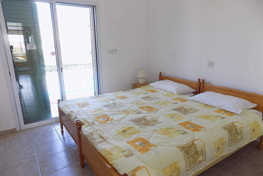Townhouse for rent with communal pool in Peyia 16