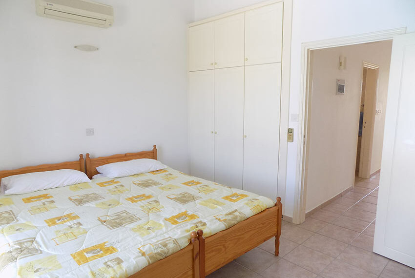 Townhouse for rent with communal pool in Peyia 17