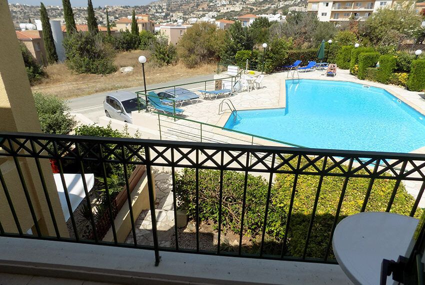 Townhouse for rent with communal pool in Peyia 18