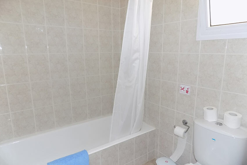 Townhouse for rent with communal pool in Peyia 22