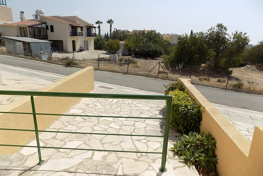 Townhouse for rent with communal pool in Peyia 27