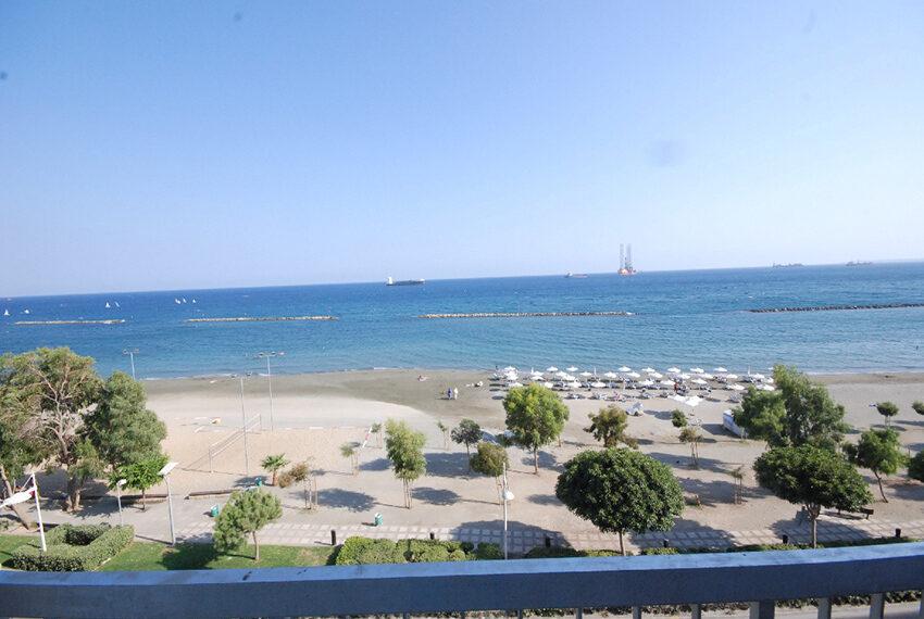 2 bedroom beachfront apartment for rent Limassol_37
