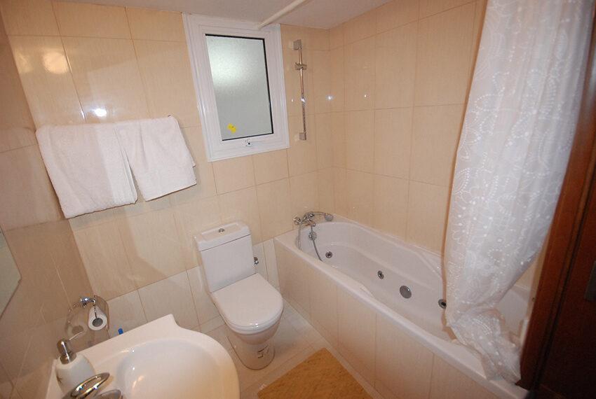 2 bedroom beachfront apartment for rent Limassol_38