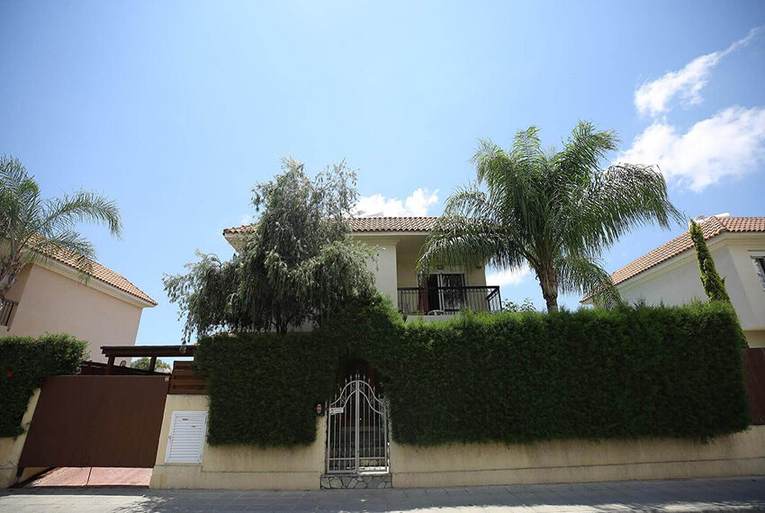 Spacious 3 bed house for rent with pool Limassol_1