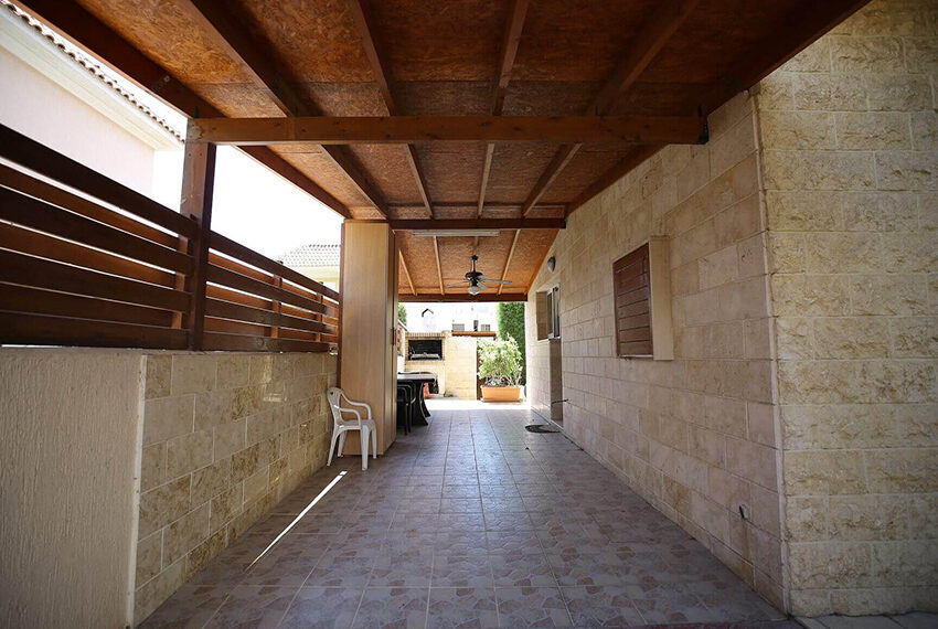 Spacious 3 bed house for rent with pool Limassol_9