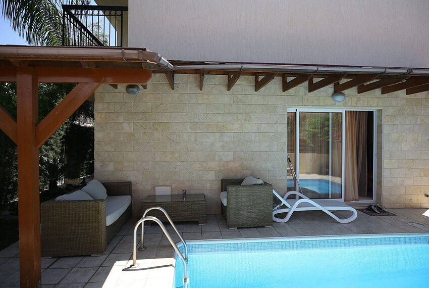 Spacious 3 bed house for rent with pool Limassol_10
