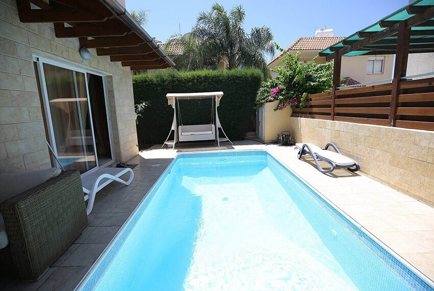 Spacious 3 bed house for rent with pool Limassol_12